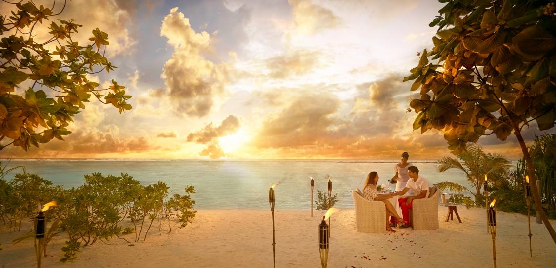 https://tahititourisme.kr/wp-content/uploads/2018/01/FRNT_BRANDO_SunsetDinner-Beach-couple-A.jpg