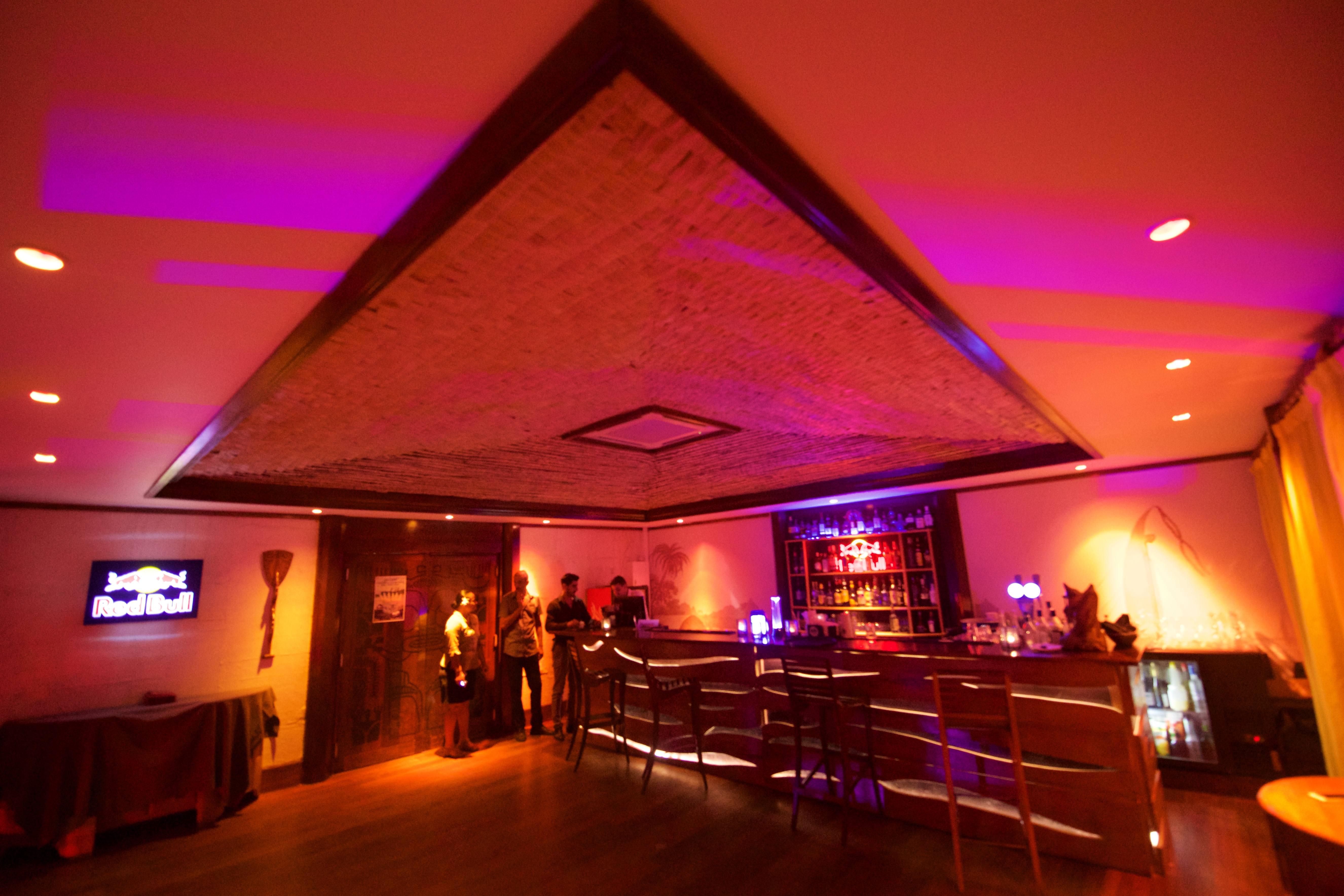 https://tahititourisme.kr/wp-content/uploads/2018/03/RESTAURATION-Matahiehani-Lounge-Bar-1-Tim_McKenna.jpg