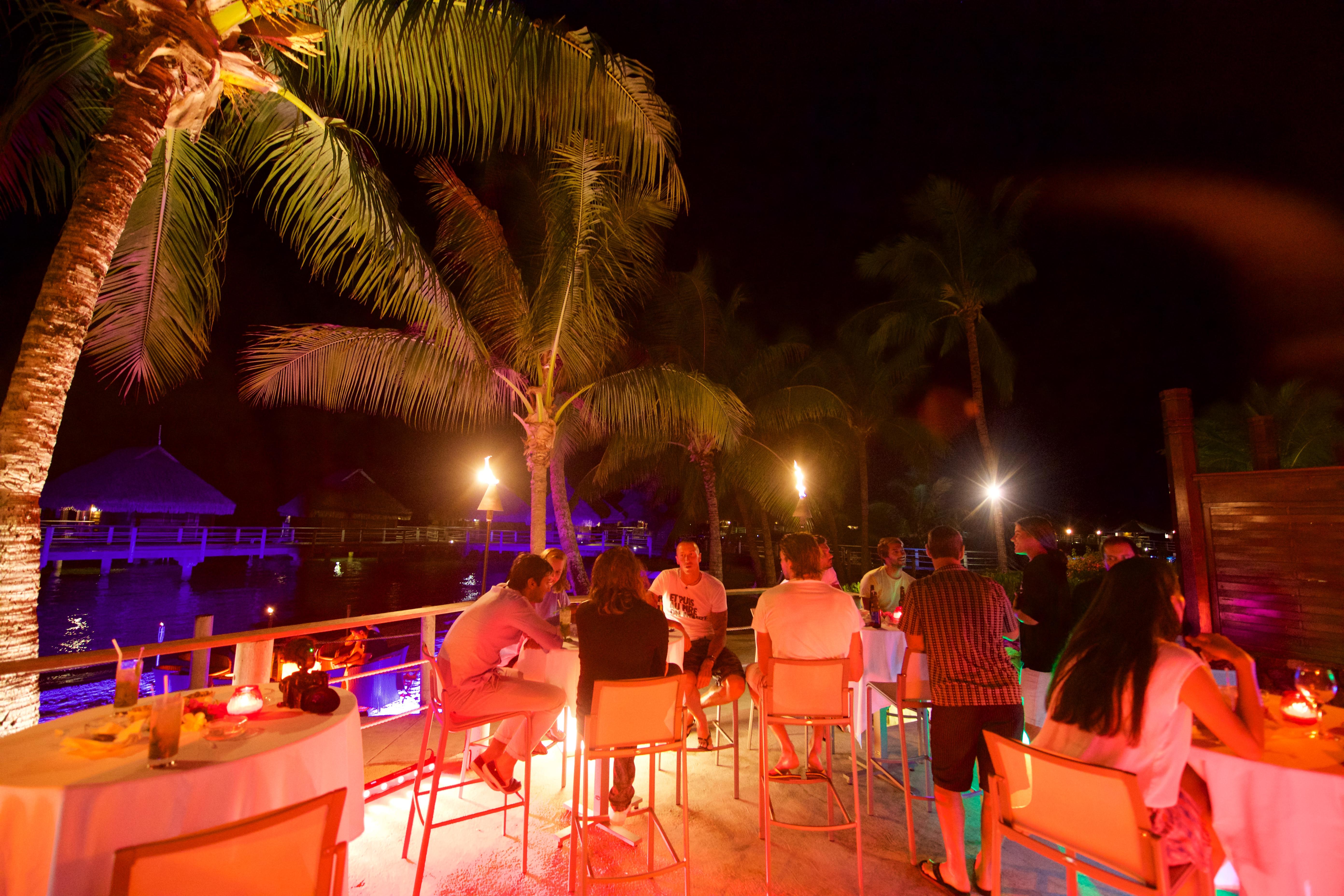 https://tahititourisme.kr/wp-content/uploads/2018/03/RESTAURATION-Matahiehani-Lounge-Bar-featured_image-Tim_McKenna.jpg