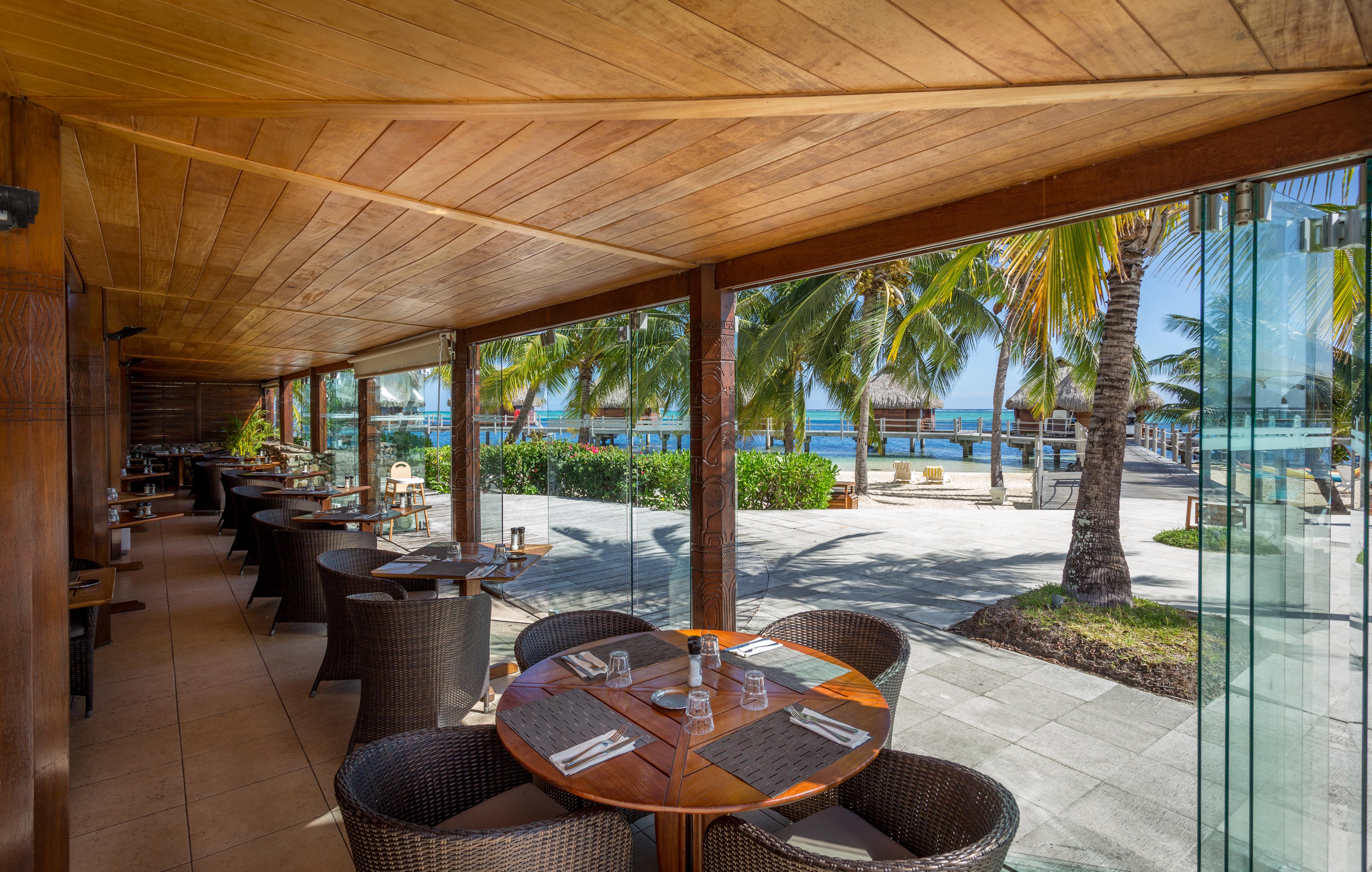 https://tahititourisme.kr/wp-content/uploads/2018/03/RESTAURATION-Restaurant-Mahanai-1-Charles_Veronese.jpg