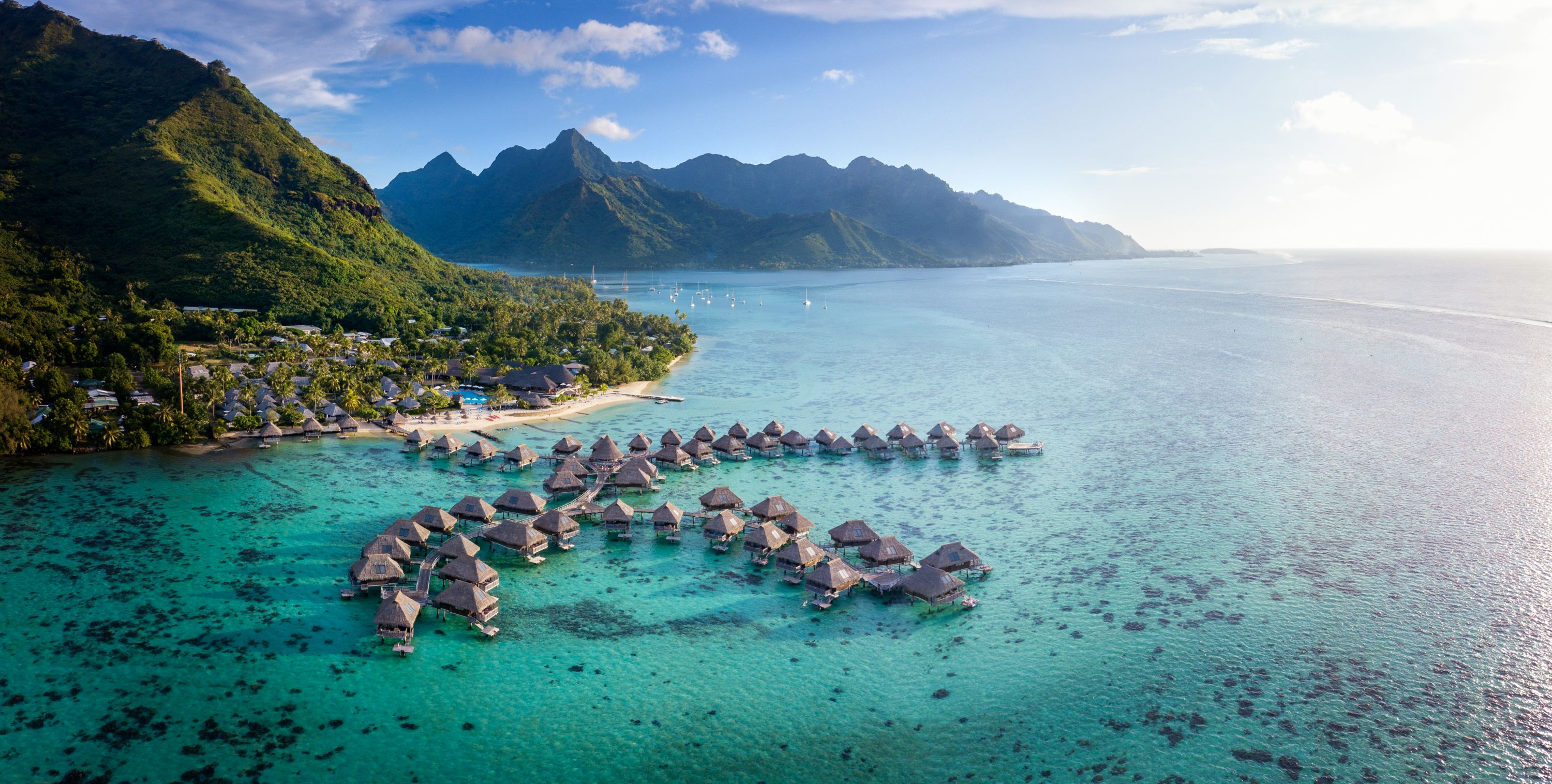 https://tahititourisme.kr/wp-content/uploads/2019/06/Resort-Exterior.jpg