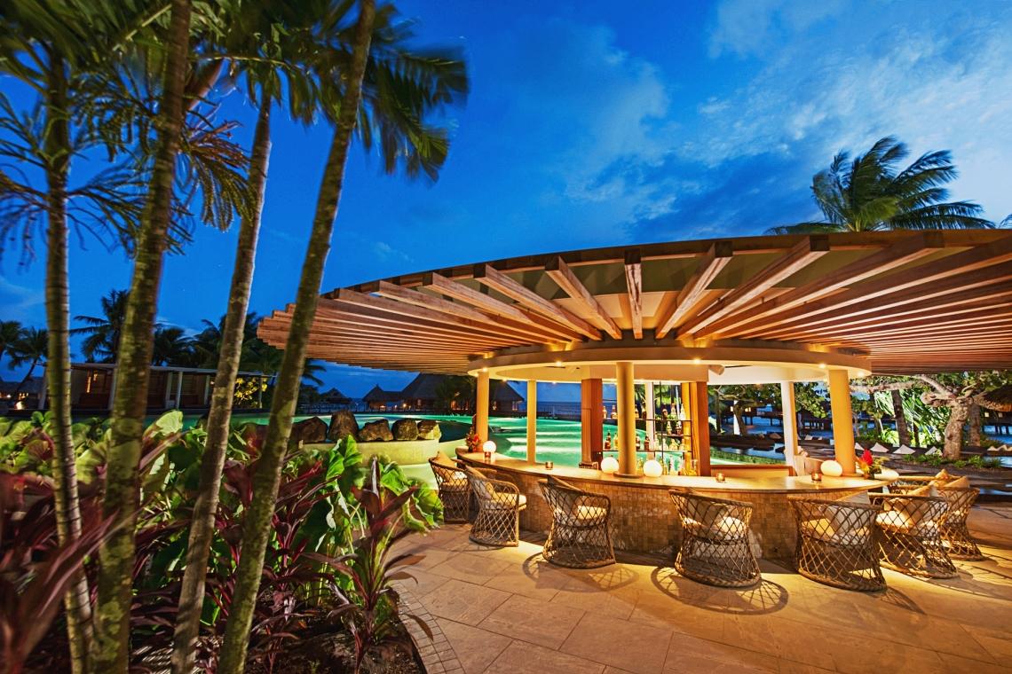 https://tahititourisme.kr/wp-content/uploads/2020/01/Conrad-Bora-Bora-Nui-FB-Tarava-Pool-Bar-1-1.jpg
