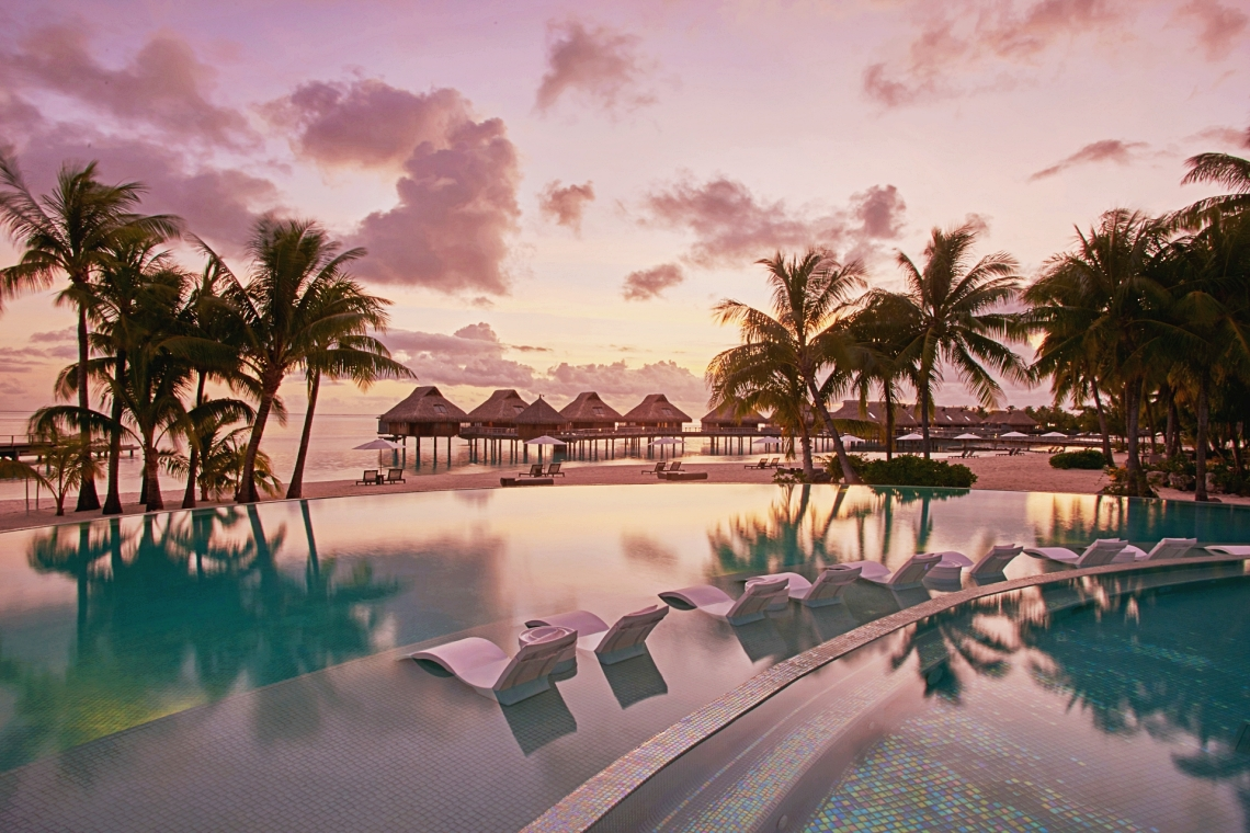 https://tahititourisme.kr/wp-content/uploads/2020/01/Conrad-Bora-Bora-Nui-Pool-4-1.jpg