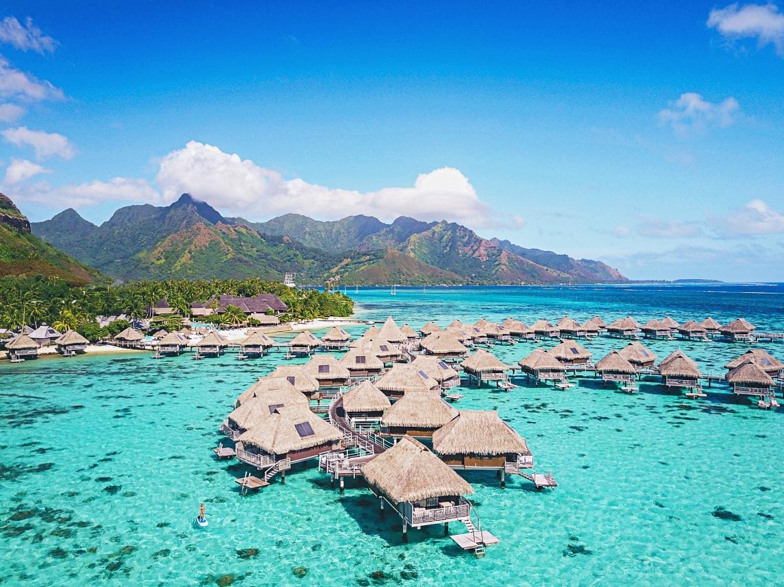 https://tahititourisme.kr/wp-content/uploads/2020/01/HMLR-Resort-view-towards-Opunohu-Bay-1.jpg