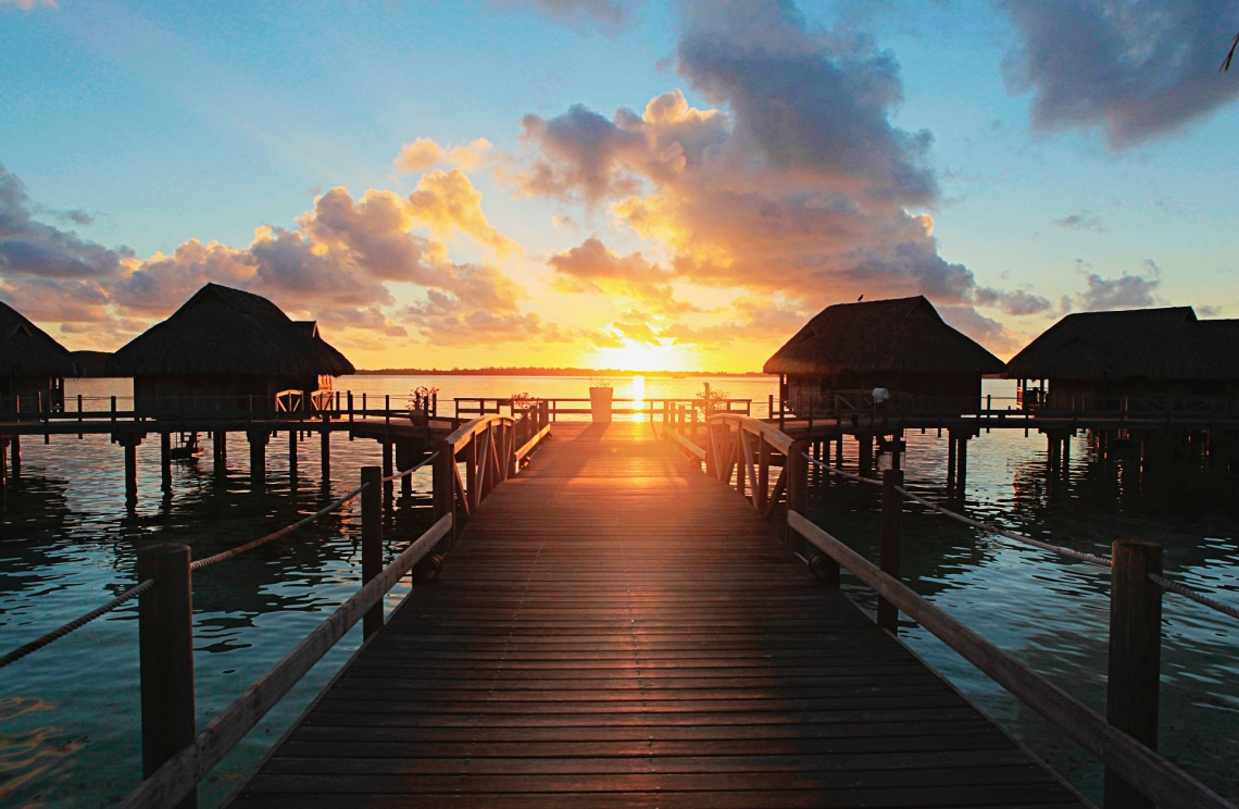 https://tahititourisme.kr/wp-content/uploads/2020/01/Island-Luxury-Overwater-bungalows-sunset-1.jpg